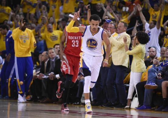 La celebración de los triples de Curry ya es un clásico